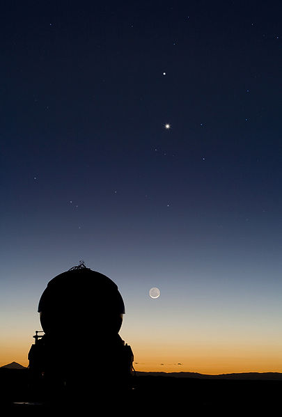 Conjunction of Mercury and Venus, appear above the Moon, at the Paranal Observatory.