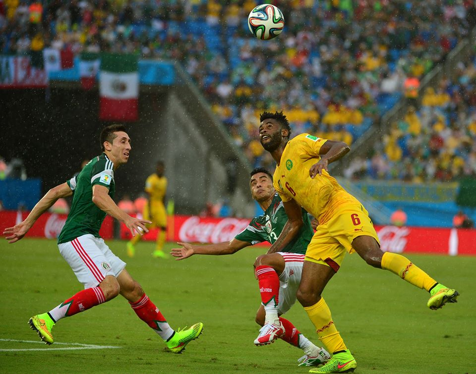 Cameroon's Alex Song vies for the ball with Mexico's Hector Herrera and Jose Juan Vazquez (Credit FIFA)