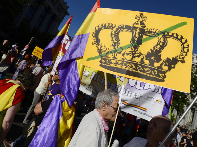 People hold placards and flags of the Spanish Second Republic during a demonstration