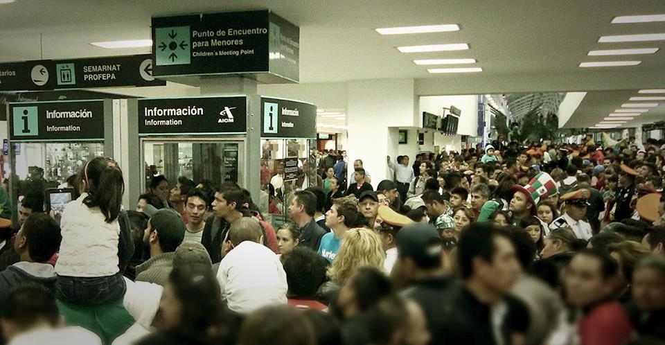 Crowd awaiting the arrival of the Mexican team today at Mexico City airport