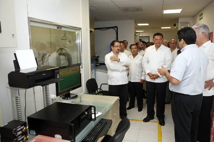 Governor Zapata Bello at the Metaplus Plant