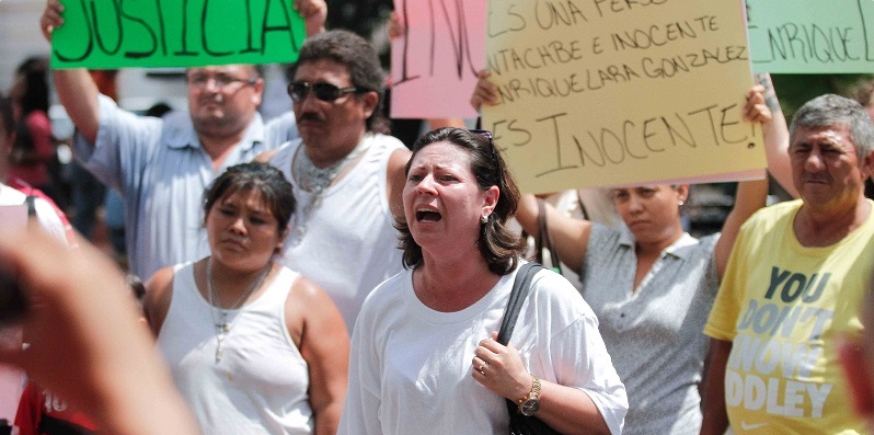 Psychiatrist's Relatives protest outside Government Palace (Photo: Tribuna Campeche)