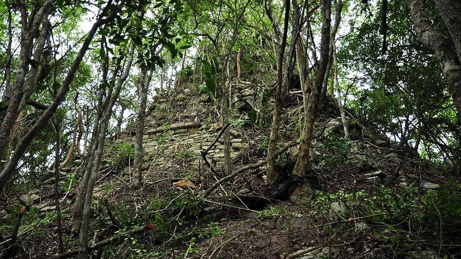 cnn-lagunita-estructura-piramidal-campeche-mayas