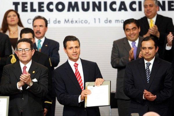 President Peña Nieto presenting Telecom Law Iniciative