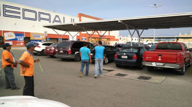 Chedraui customers had reported a foul smell coming from a vehicle in the parking lot (Photo: yucatan.com.mx)