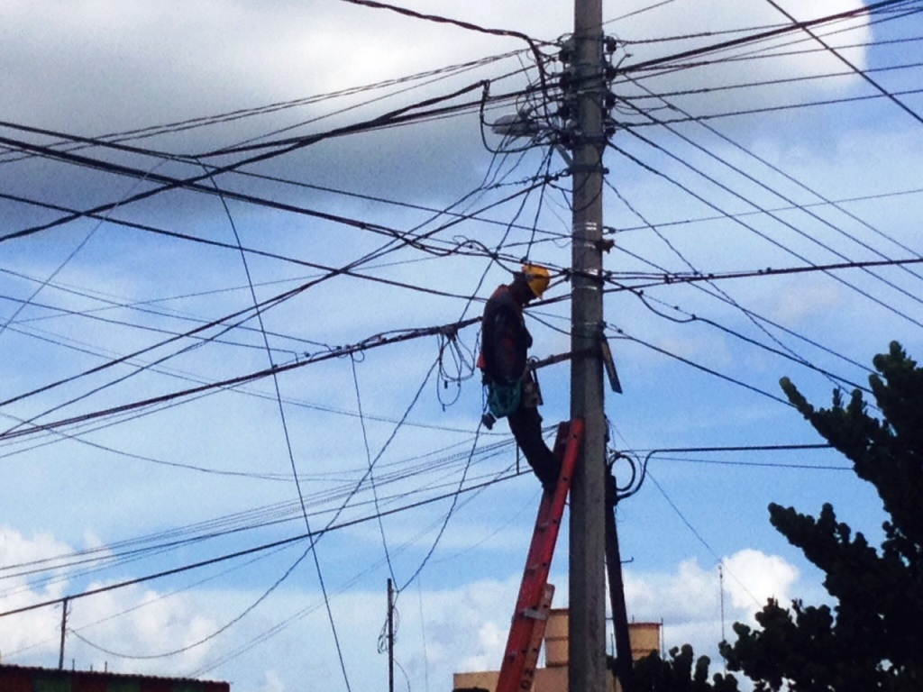 Cablemas Technician working in Col Aleman