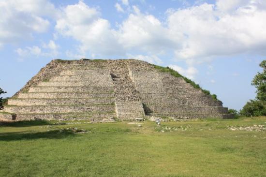 Kinich Kak Moo Pyramid, Izamal, Yucatán (Photo: Google)
