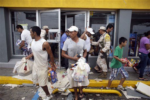 People loot a convenience store destroyed by Hurricane Odile, in Los Cabos, Mexico, Monday, Sept. 15, 2014. (Photo: AP)