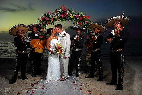 Mariachi Style Wedding (Photo: www.flickriver.com)