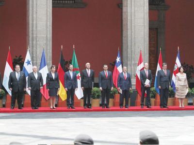 Peña Nieto greets new ambassadors (Photo: http://www.prensaescrita.com/)