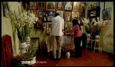 BBC Reporter Stefan Gates preparing an Altar