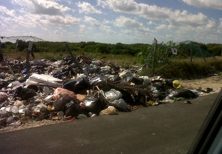 Garbage problem in Chuburna Puerto