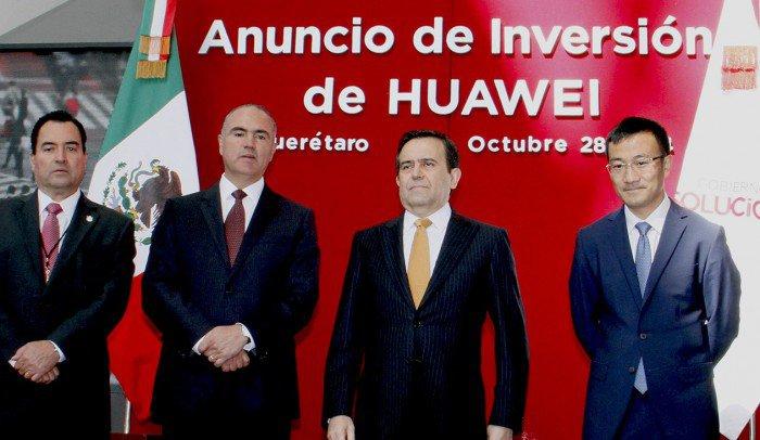 Governor of Querétaro, José Calzada Rovirosa Secretary of Economy, Ildefonso Guajardo Villarreal, and Huawei Mexico CEO Mark Xueman (Photo: Rotativo de Querétaro)