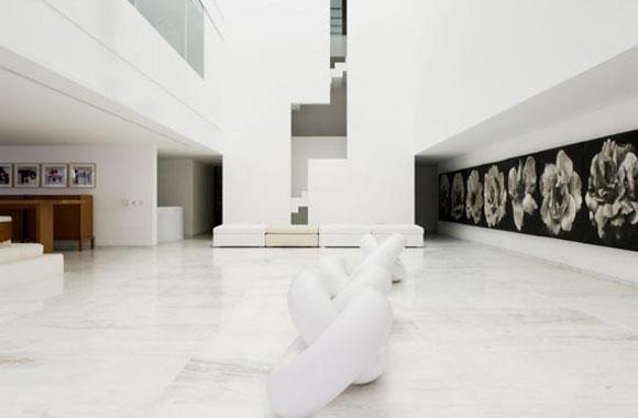 Living Room of Peña Nieto's House in Lomas Chapultepec, Mexico City (Photo: Aristegui Noticias)
