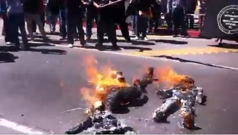 Burning Piñatas in Tijuana (SDP Noticias)