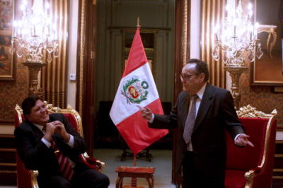Peru's President Alan Garcia (L) chats with Mexican actor Roberto Gomez Bolanos, el popular actor televisivo 'Chavo del Ocho', during a meeting at the government palace in Lima. on July 16, 2008. AFP PHOTO/Ernesto Benavides (Photo credit should read ERNESTO BENAVIDES/AFP/Getty Images)