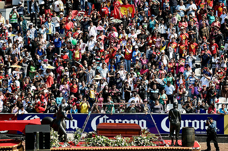 """Chespirito's"" memorial service at Estadio Azteca, Mexico City (Photo: Google)"