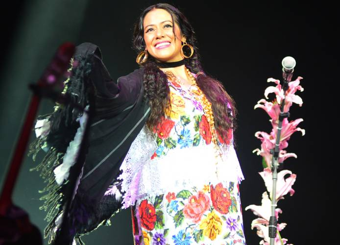 Recording artist Lila Downs wearing a Yucatecan Terno during the main event (Photo: Sipse)