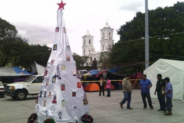 xmas_tree_ayotzinapa