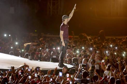 "Enrique Iglesias at ""Plaza Carnaval"" (Photo: SIPSE)"