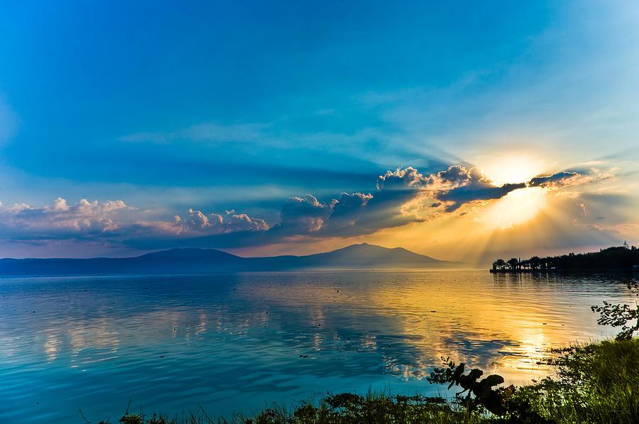 Lake Chapala Sunset (Photo: Tommy Farnsworth)