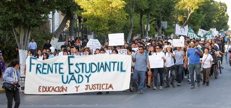 Frente Estudiantil UADY supporting Autamuady (Photo: Tibuna Yucatan)