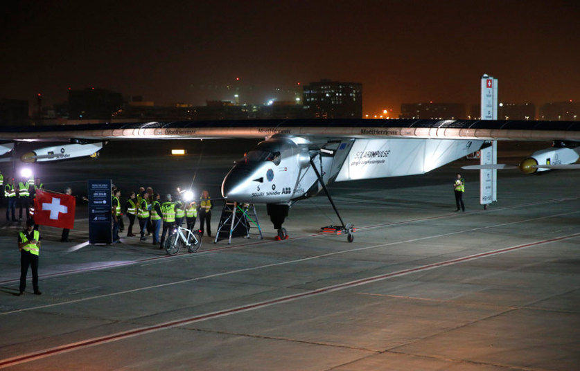 Solar powered plane takes off on around the world flight attempt (Photo: telegraph)