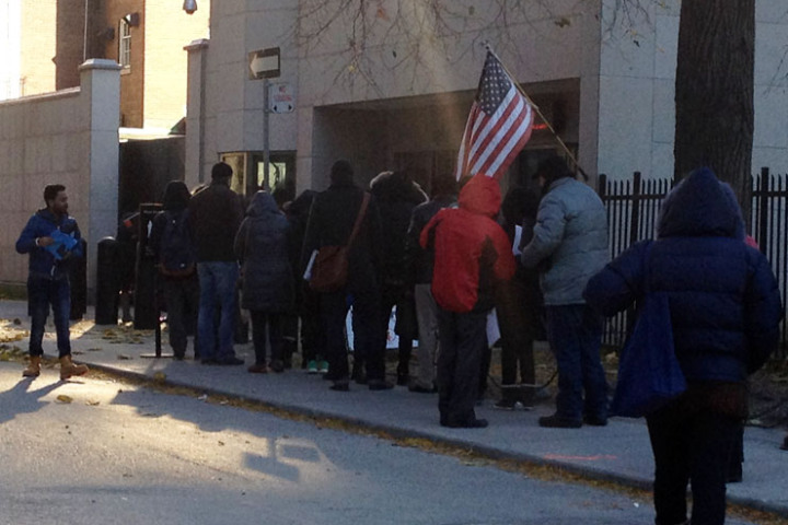 A line of people waits to enter the U.S. consulate in Toronto in November, 2014. (Photo: PATRICK CAIN/GLOBAL NEWS)