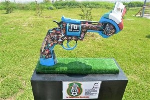 A recent art exhibit in Monterrey dealt with the theme of violence in Mexico. (PHOTO: AP)