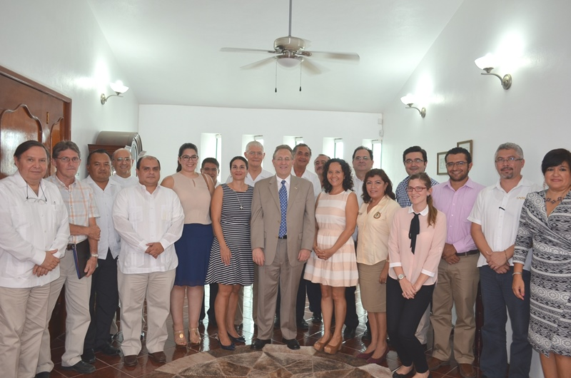 U.S. Ambassador Anthony Wayne with deans of public and private universities in Merida (Photo: http://merida.usconsulate.gov)