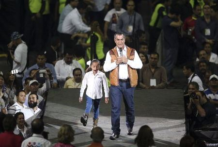 Jaime Rodriguez, independent candidate for governor of Nuevo Leon state, delivers a speech during his closing campaign rally in Monterrey, May 31, 2015. REUTERS_Stringer