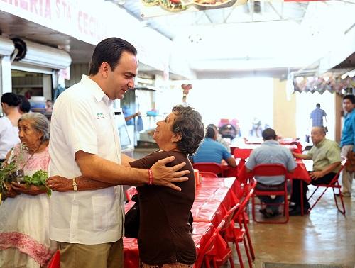 """Nerio visiting a """"mercado"""" (PRI)"""