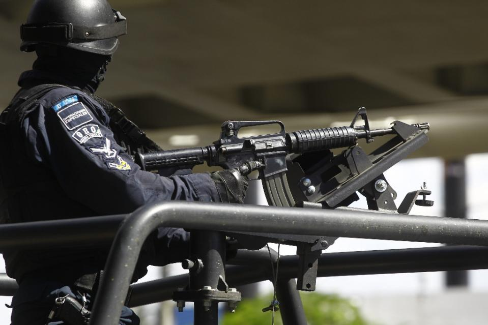 exican Federal Police special forces stand guard in Guadalajara, Jalisco state, Mexico on May 5, 2015 (AFP Photo/Hector Guerrero)