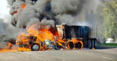 Truck on fire in Jalisco, Mexico (Photo: Info7)