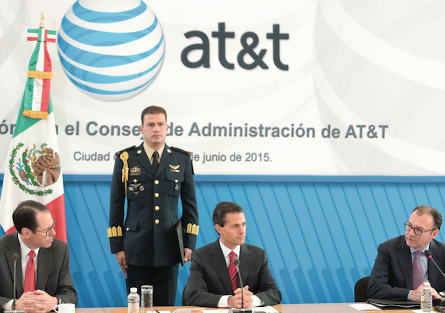 President Enrique Peña Nieto attended the announcement of an $3 billion AT&T investment in Mexico. (PHOTO: NOTIMEX)