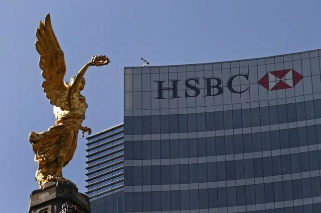 The Angel of Independence monument is seen near a building of HSBC in Mexico City (REUTERS/EDGARD GARRIDO)