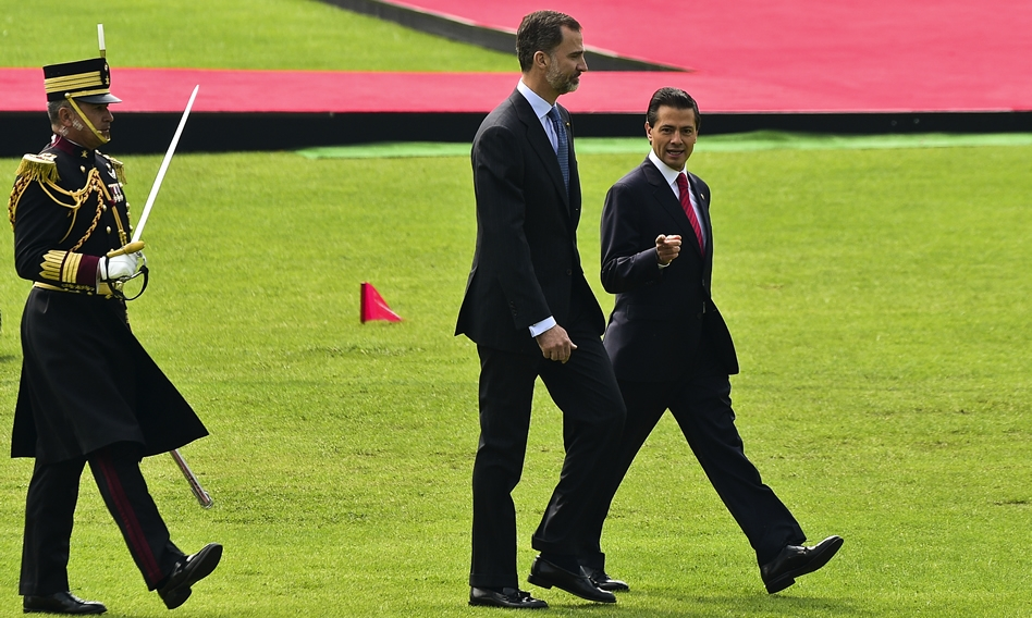 President Peña Nieto and King Felipe at Campo Marte (Photo: CNN)