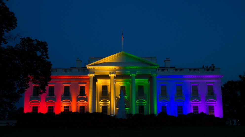 A timelapse shows the White House lit up in rainbow colours, a symbol of gay pride, to mark the Supreme Court ruling that the U.S. Constitution provides same-sex couples the right to marry (Photo: newsweek.com)
