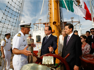 Mexican and French Presidents visited the Cuauhtémoc training ship docked in Marseille (Photo: AP / C. Paris)
