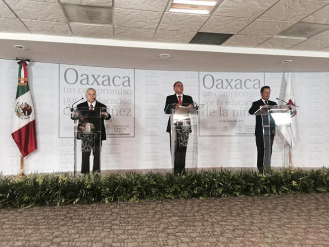 Emilio Chuayffet, Gabino Cué and Eduardo Sánchez (Photo: Excelsior)