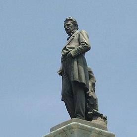 Monument to Justo Sierra O'Reilly, Paseo de Montejo, Mérida [Sculptor, Jesús Contreras. (Photo: Joaquín Martínez Rosado)