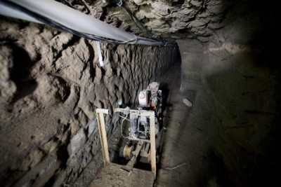 Motorcycle on tracks inside Guzmán's tunnel (Photo: Mexico News Daily)