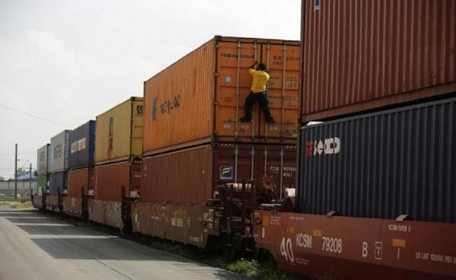A worker checks the locks of a storage container at Ferrovalle rail yard in Mexico City (Photo: Reuters)