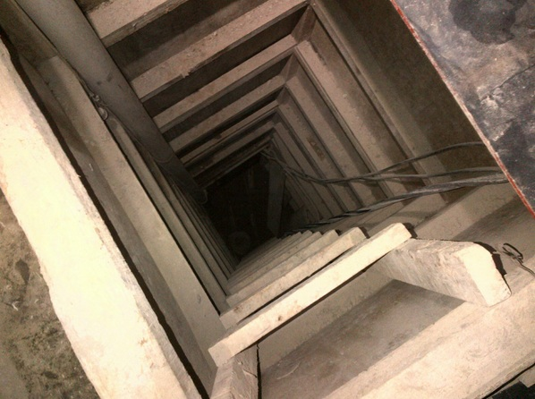 19 meter (60 foot) deep shaft (Photo: Animal Politico))