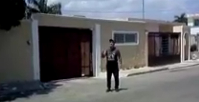 Mr. Gardner arguing with neighbors outside his home (Image: Telesur)