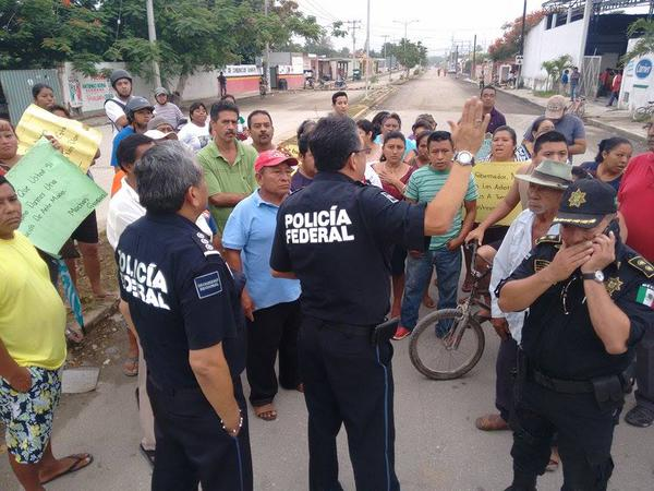 People of Kanasin protestig against insecurity (Photo: Yucatan al Minuto)