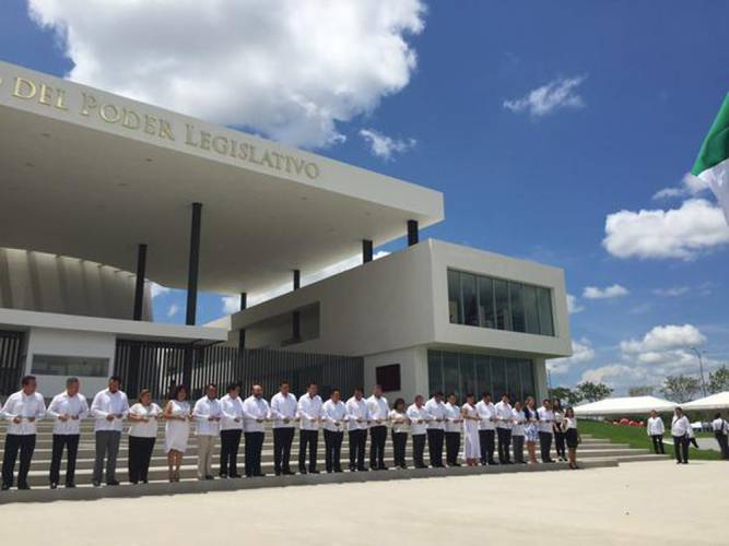Moment of the opening of the new Yucatán State Legislature Facility. (Photo: sipse.com)