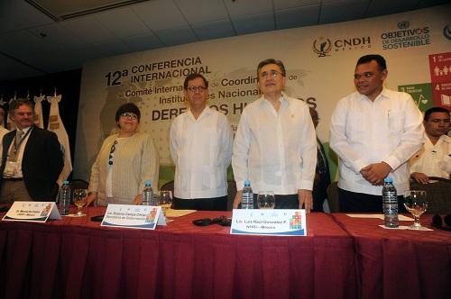 Lic.  Roberto Campa Cifrian, Lic. Luis Raúl González Pérez, Gov. Rolando Zapata and other delegates (Photo: CNDH)