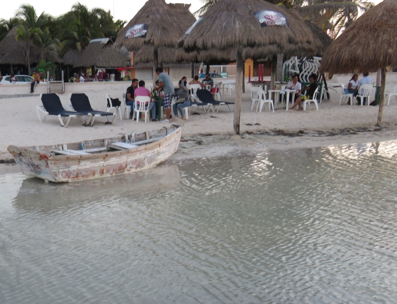 Photo: Diario de Yucatan Winds brought high tides to Progreso this week.