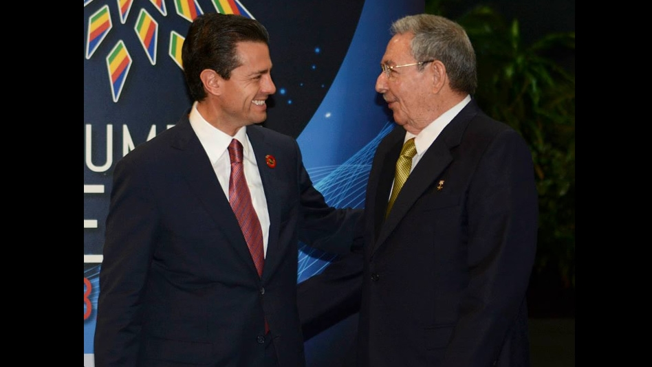 Enrique Peña Nieto and Raul Castro in Cuba 2014 (Photo: aztecanoticias)
